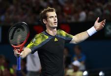 Tête de série n°1, Andy Murray a connu une entrée en lice difficile jeudi à Brisbane où le champion olympique a dû batailler trois sets pour s'imposer à l'Australien John Millman, 6-1 5-7 6-3. /Photo prise le 3 janvier 2013/REUTERS/Daniel Munoz
