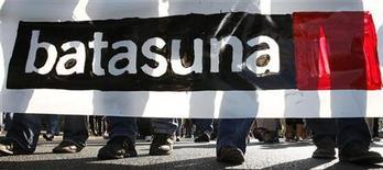 """L'organisation indépendantiste basque Batasuna a annoncé jeudi à Bayonne (Pyrénées-Atlantiques) sa dissolution en raison de la """"nouvelle phase politique"""" dans laquelle entre le Pays basque. /Photo d'archives/REUTERS/Régis Duvignau"""