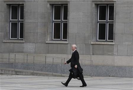 German financial markets regulator Bafin head Jochen Sanio arrives at the German Finance Ministry in Berlin, May 4, 2010. REUTERS/Tobias Schwarz