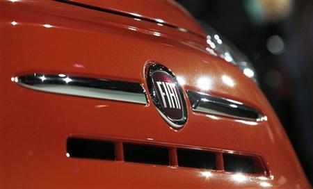 The Fiat logo is pictured at an event to introduce the 2013 Fiat 500 cars at the 2012 Los Angeles Auto Show in Los Angeles, California November 28, 2012. REUTERS/Mario Anzuoni