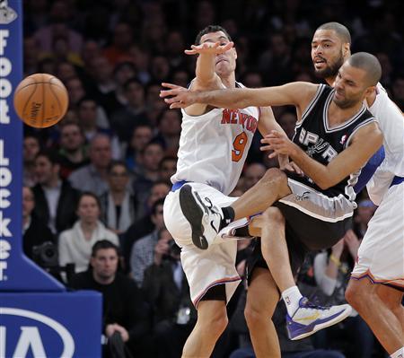 Novak shines as Knicks end Spurs' win streak