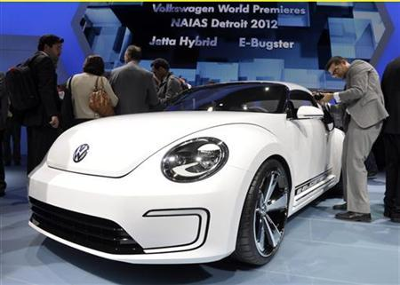 The Volkswagen E-Bugster concept car is introduced on the first press preview day for the North American International Auto Show in Detroit, Michigan, January 9, 2012. REUTERS/Mike Cassese (UNITED STATES - Tags: TRANSPORT BUSINESS)