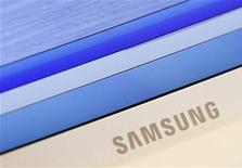 Pesquisa afirma que Samsung vai ampliar sua vantagem sobre a Apple nas vendas de smartphones neste ano. 06/07/2012 REUTERS/Lee Jae-Won