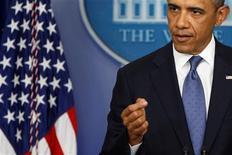 """Fresco tras la larga pelea legislativa por impedir un """"abismo fiscal"""" de subidas de impuestos y recortes de gastos, el presidente de Estados Unidos, Barack Obama, advirtió el sábado que su país no puede permitirse más enfrentamientos presupuestarios, ni este año ni en el futuro. En esta imagen de archivo, el presidente de EEUU, Barack Obama, en la Casa Blanca, en Wasington, el 28 de diciembre de 2012. REUTERS/Jonathan Ernst"""
