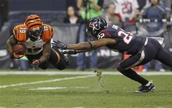 Cincinnati Bengals wide receiver Brandon Tate makes a catch in front of Houston Texans cornerback Alan Ball during the third quarter of their NFL AFC wildcard playoff football game in Houston, Texas January 5, 2013. REUTERS/Tim Sharp