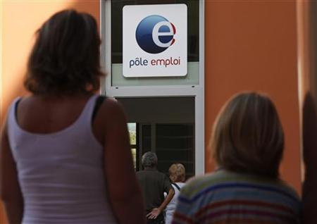 A woman and her daughter arrive at a National Agency for Employment (Pole Emploi) centre in Nice September 26, 2012. REUTERS/Eric Gaillard/Files