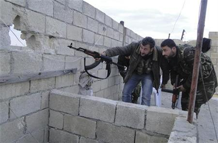 Free Syrian Army fighters look through a hole as they monitor Menagh military airport, in Aleppo's countryside, January 6, 2013. REUTERS/Mahmoud Hassano