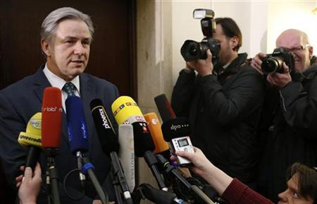 Berlin Mayor Klaus Wowereit addresses the media in Berlin, following a meeting about the future Berlin Brandenburg international airport Willy Brandt (BER), January 7, 2013. Wowereit said on Monday he was stepping down as supervisory board chairman of Berlin's new international airport following another postponement of the opening date for the city's flagship project. REUTERS/Fabrizio Bensch (GERMANY - Tags: TRANSPORT BUSINESS POLITICS)