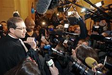 Gérard Depardieu ne s'est pas présenté mardi matin au Palais de justice de Paris où il était convoqué pour conduite en état d'ivresse. Son avocat, Eric de Caumont, a invoqué un déplacement à l'étranger pour raisons professionnelles. /Photo prise le 8 janvier 2013/REUTERS/Charles Platiau