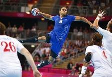 Daniel Narcisse a été élu mardi meilleur handballeur du monde en 2012. L'international français, qui joue actuellement à Kiel, en Allemagne, a également signé un contrat de deux ans avec le Paris Saint-Germain handball. /Photo prise le 10 août 2012/REUTERS/Marko Djurica