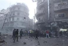 Civilans and Free Syrian Army fighters gather at the site hit by a missile in Aleppo's al-Mashhad district January 7, 2013. REUTERS/Muzaffar Salman