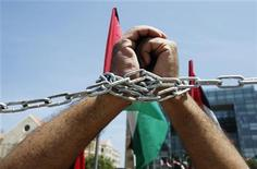 Hands of a man are chained during a protest organized by youths of the Palestinian Democratic Union, to mark the 64th anniversary of Nakba, in front of the U.N. headquarters offices in Beirut May 15, 2012. REUTERS/Sharif Karim