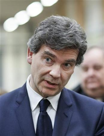 French Minister for Industrial Recovery Arnaud Montebourg visits a national Post Office sorting center in Saint-Priest near Lyon, December 31, 2012. REUTERS/Robert Pratta