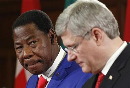Chairman of the African Union and Benin's President Thomas Yayi Boni (L) takes part in a news conference with Canada's Prime Minister Stephen Harper on Parliament Hill in Ottawa January 8, 2013. REUTERS/Chris Wattie