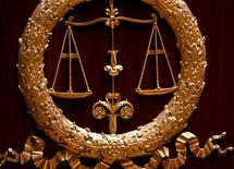 """La mise en place de """"jurés populaires"""" dans les tribunaux correctionnels, une réforme voulue par le précédent gouvernement et expérimentée à Toulouse depuis un an, laisse un bilan """"en demi-teinte"""", selon des acteurs du monde judiciaire. /Photo d'archives/REUTERS/Charles Platiau"""