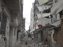 Palazzi danneggiati da missili ad Erbeen nei pressi di Damasco. REUTERS/Bassem Al-Erbeeni/Shaam News Network/Handout