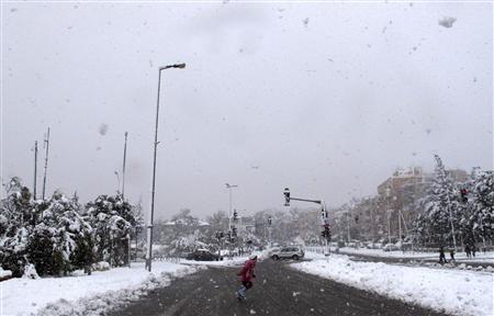 Rare snowstorm paralyses Jerusalem area, Northern Israel