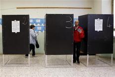 Elettori alle urne. REUTERS/Giampiero Sposito