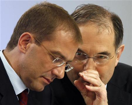 Swiss bank UBS Chairman of the Board of Directors Peter Kurer (R) and Chief Executive Officer Marcel Rohner attend the half-year results news conference in Zurich in this August 12, 2008 file photo. REUTERS/Christian Hartmann/Files