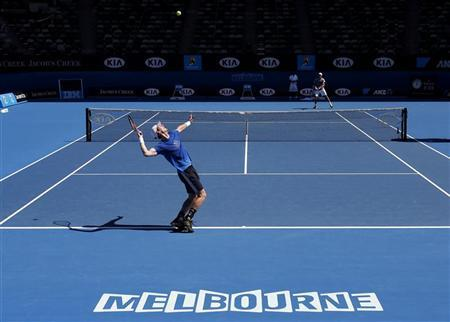 Andy Murray of Britain serves during a practice session at the Australian Open tennis tournament in Melbourne January 11, 2013. REUTERS/Tim Wimborne