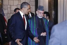 Il presidente Usa Barack Obama (a sinistra) e il presidente afgano Hamid Karzai al Palazzo presidenziale a Kabul, 2 maggio 2012. REUTERS/Kevin Lamarque