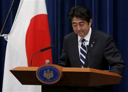 Japan's Prime Minister Shinzo Abe bows he leaves a news conference at his official residence in Tokyo January 11, 2013. REUTERS/Issei Kato