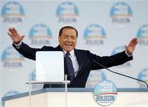 Silvio Berlusconi a un comizio. Roma, 20 marzo 2010. REUTERS/Alessandro Bianchi