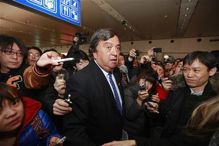 Former New Mexico Governor Bill Richardson (C) speaks to the media during a briefing upon his arrival from North Korea at Beijing Capital International airport, January 10, 2013. REUTERS/Petar Kujundzic