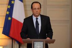 """François Hollande a annoncé que les forces armées françaises avaient apporté vendredi leur appui aux unités de l'armée malienne dans le cadre d'une intervention contre des """"éléments terroristes"""". /Photo prise le 11 janvier 2013/REUTERS/Philippe Wojazer"""
