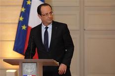 La France s'est efforcée vendredi de distinguer son intervention militaire au Mali, baptême du feu pour François Hollande, de la défense dans le passé de régimes africains contestés. /Photo prise le 11 janvier 2013/REUTERS/Philippe Wojazer