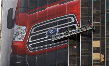 Luxury, performance drive buzz at Detroit auto show