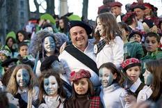 Andoni Ortuzar fue elegido el sábado presidente del PNV en sustitución de Iñigo Urkullu, quien renunció a su cargo el pasado 15 de diciembre tras ser elegido lehendakari. En la imagen de archivo, Ortuzar, entonces presidente del PNV en Vizcaya, vestido con ropas tradicionales escocesas durante las celebraciones del carnaval en Bilbao, el 18 de febrero de 2012. Ortuza defendió el derecho de los vascos a celebrar un referéndum por la independencia similar al de Escocia, previsto para 2014. REUTERS/Vincent West