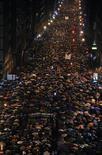 Una manifestación multitudinaria recorrió el sábado las calles de Bilbao exigiendo el respeto de los derechos de los presos de ETA, el fin de la dispersión y su acercamiento a las cárceles vascas. En la imagen, la manifestación en Bilbao, el 12 de enero de 2013. REUTERS/Stringer