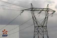 EDF, qui a annoncé un accord avec l'Etat sur la compensation des déficits accumulés par le groupe au titre de la contribution au service public de l'électricité, à suivre lundi à la Bourse de Paris. /Photo d'archives/REUTERS/Vincent Kessler