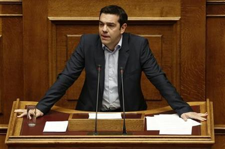Head of anti-bailout SYRIZA party Alexis Tsipras addresses parliamentarians before a voting for the 2013 budget in Athens November 11, 2012. REUTERS/Yorgos Karahalis (GREECE - Tags: POLITICS BUSINESS)