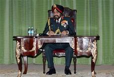 El jefe de las fuerzas armadas de India, el general Bikram Singh, durante una conferencia de prensa en Nueva Delhi, ene 14 2013. El jefe de las fuerzas armadas de India amenazó el lunes con tomar represalias contra Pakistán por la muerte de dos soldados en la disputada frontera de la región de Cachemira, y dijo que ordenó a sus comandantes responder con firmeza ante cualquier provocación. REUTERS/Stringer