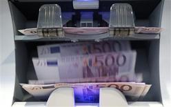 Le déficit budgétaire 2012 de la France, dont le ministère du Budget doit publier les chiffres mardi matin, s'est élevé à 87,2 milliards d'euros, contre 86,2 milliards prévu, rapporte lundi lesechos.fr. /Photo d'archives/REUTERS/Pascal Lauener