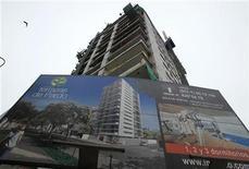 0Imagen de archivo de un edificio en construcción en Lima, mayo 20 2011. La economía de Perú se expandió en noviembre más de lo previsto por los analistas, impulsada una vez más por sectores vinculados a la demanda interna como la construcción, el comercio y la manufactura. REUTERS/Pilar Olivares