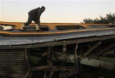 Descarrilamento de trem militar deixou 19 mortos na localidade de Badrashin, no Egito. Composiçào levava jovens recrutas a acampamento militar no Cairo. 15/01/2013 REUTERS/Mohamed Abd El Ghany