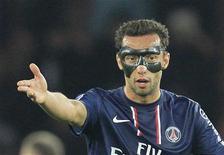 Le milieu offensif brésilien Nenê s'est engagé officiellement mardi avec les Qataris d'Al-Gharafa. Il est resté deux saisons et demie au Paris Saint-Germain. /Photo prise le 24 novembre 2012/REUTERS/Gonzalo Fuentes