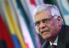La OPEP espera que la demanda de su petróleo sea menor en el 2013 debido a un mayor suministro desde productores rivales, resaltando que los inventarios podrían incrementarse sustancialmente si el grupo mantiene su actual bombeo. En la imagen, el secretario general de la OPEP, Abdullah al-Badri, en rueda de prensa en Viena el 12 de diciembre de 2012. REUTERS/Heinz-Peter Bader