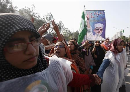 Pakistan government digs in as cleric keeps up pressure