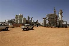 Le site gazier d'In Amenas, dans l'est de l'Algérie. La katiba des Moulathamine, groupe lié à Al Qaïda, détient 41 Occidentaux de neuf à dix nationalités, dont sept Américains, sur cette exploitation pétrolière, selon l'agence de presse mauritanienne ANI qui cite un porte parole du mouvement. /Photo d'archives/REUTERS/Kjetil Alsvik/Statoil