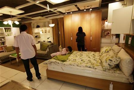 A family select furniture at the 11 Furniture Store in Kunming, southwest China's Yunnan province, July 28, 2011. REUTERS/Jason Lee/Files