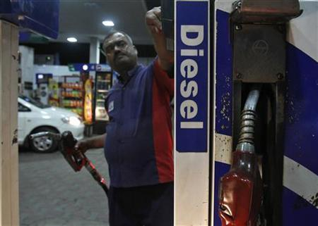 A worker switches on a fuel pump before filling a car with diesel at a fuel station in New Delhi September 13, 2012. REUTERS/Mansi Thapliyal/Files