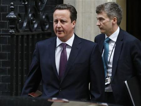 Britain's Prime Minister David Cameron (L) leaves Number 10 Downing Street to attend Prime Minister's Questions at parliament in London January 16, 2013. REUTERS/Olivia Harris