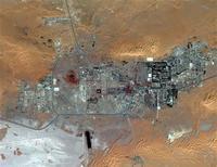 Image satellite du complexe gazier de Tiguentourine, près d'In Amenas, dans l'est de l'Algérie. On restait sans nouvelles d'au moins 22 étrangers vendredi en Algérie après l'assaut des forces de sécurité contre ce complexe gazier où des islamistes armés avaient pris en otage plusieurs centaines de personnes. /Image du 8 octobre 2012/REUTERS/DigitalGlobe