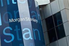 Morgan Stanley fait état d'un bénéfice net au quatrième trimestre, grâce à la croissance des revenus de ses activités de ventes et de trading de valeurs mobilières (+43%) et à des marges confortables dans ses activités de gestion de fortune dont les revenus ont progressé de 8%. /Photo prise le 22 mai 2012/REUTERS/Andrew Burton