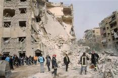 Une explosion dans un faubourg d'Alep, la deuxième ville de Syrie, a fait douze morts. Elle s'est produite dans un secteur tenu par les forces gouvernementales fidèles au président Bachar al Assad. /Photo prise le 18 janvier 2013/REUTERS/George Ourfalian
