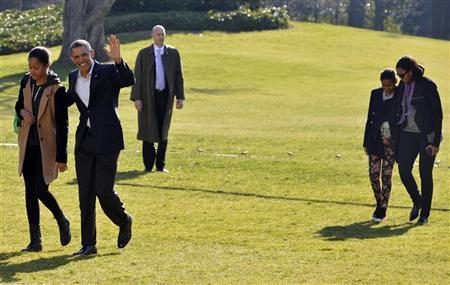 U.S. President Barack Obama (2nd L) waves to the media as he walks with daughter Malia as he is trailed by First Lady Michelle Obama and daughter Sasha as they walk across the South Lawn of the White House, Washington, January 6, 2013, on their arrival back after their vacation in Hawaii. REUTERS/Mike Theiler